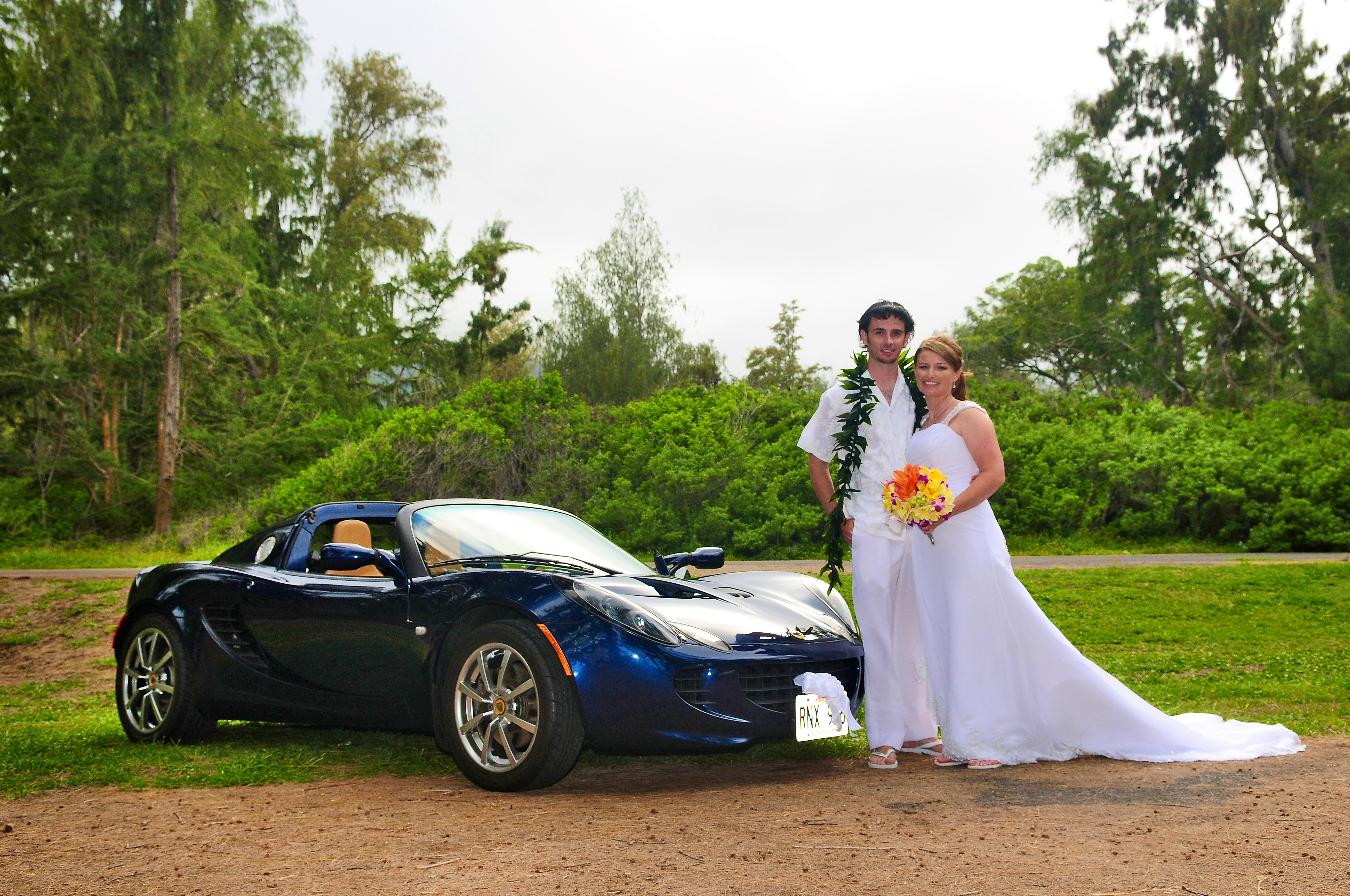 alohaislandweddings- Lotus car -23