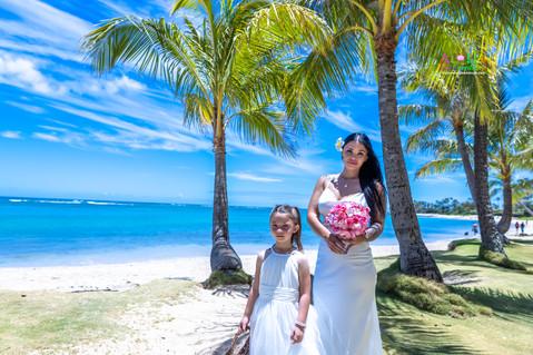 Wedding-Picture-at-Kahala-Beach-1A-16.jpg