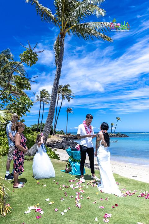 Wedding-Picture-at-Kahala-Beach-1A-212.jpg