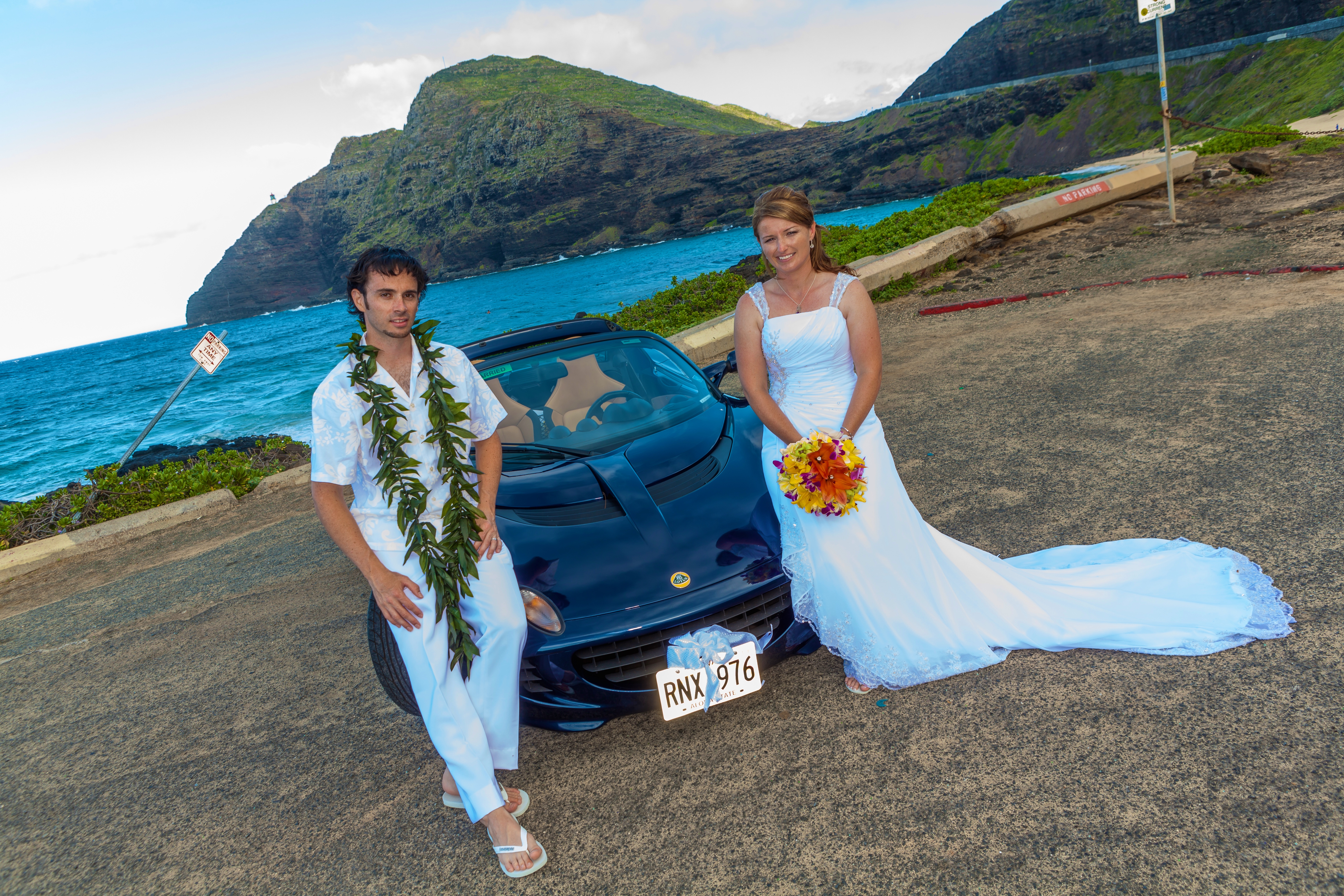 alohaislandweddings- Lotus car -20