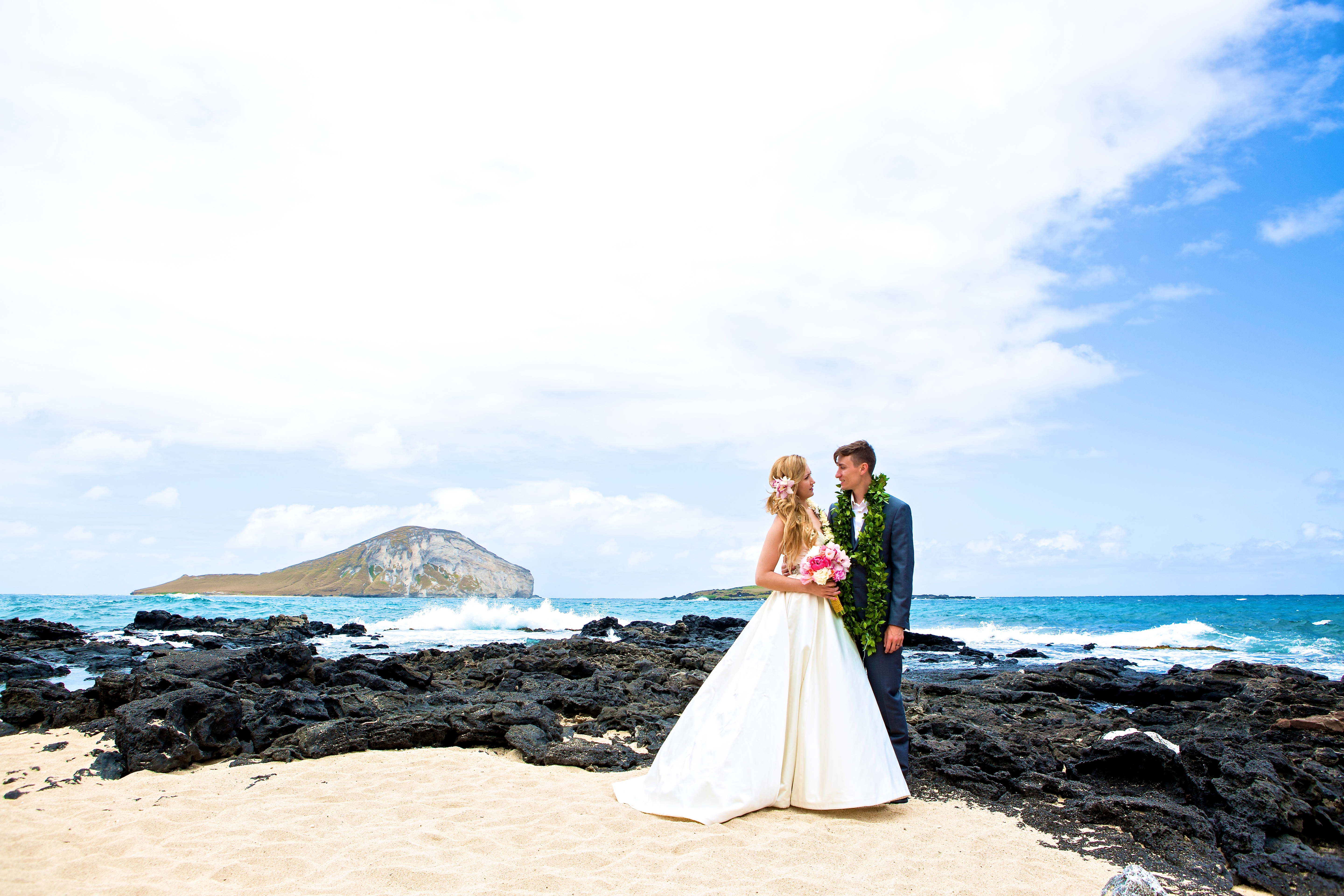Hawaiian Wedding Pictre Romance -1