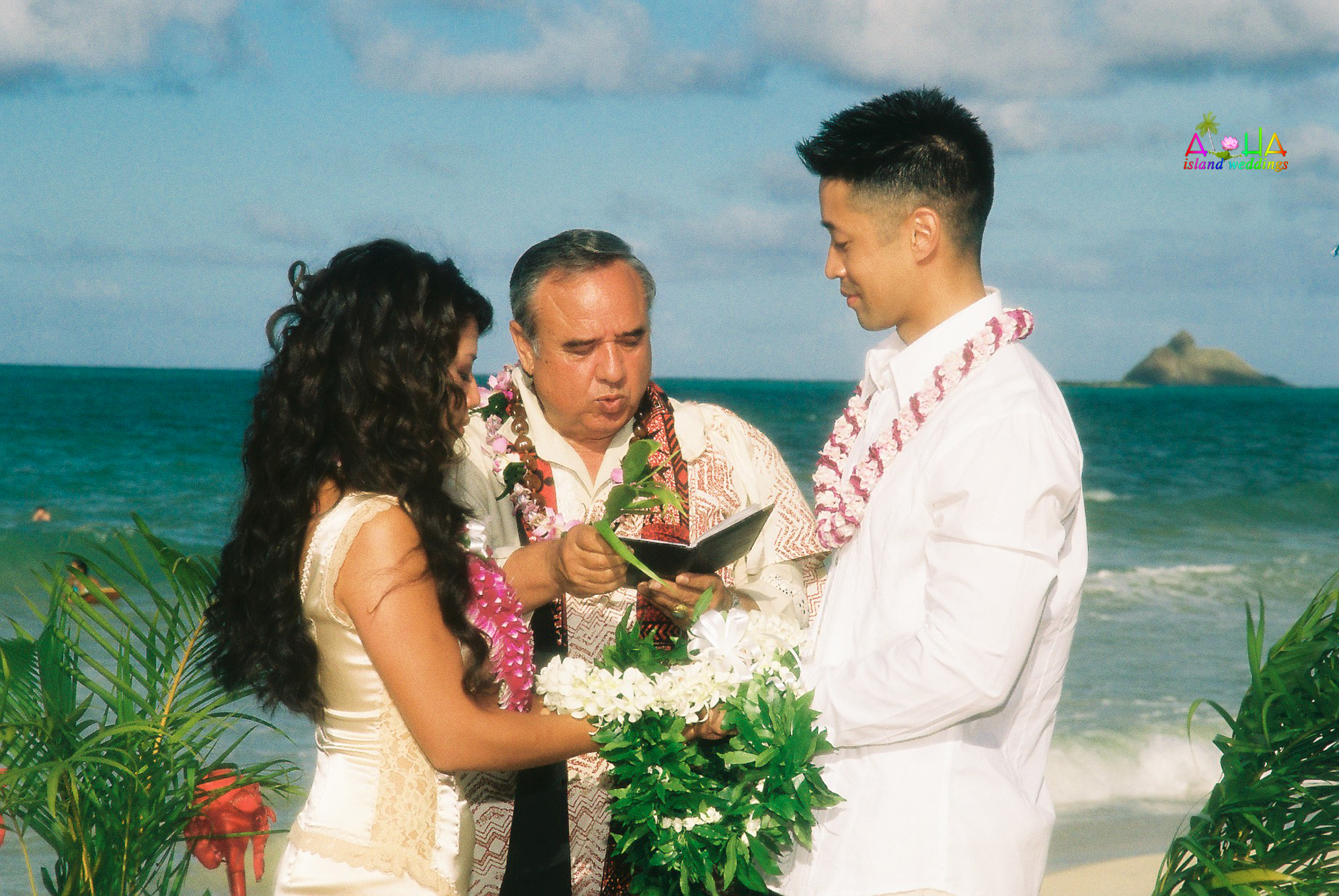 Beach wedding in Kailua-34