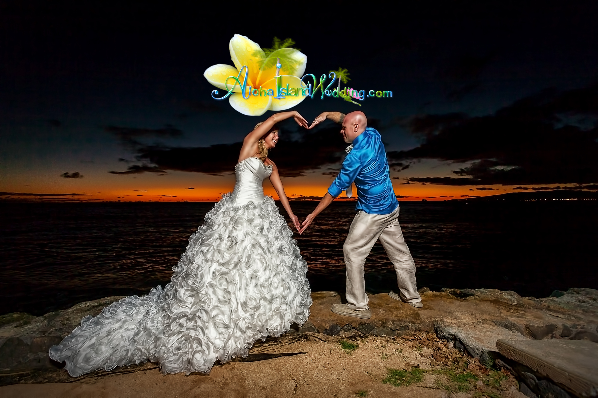 Hawaii sunset wedding picture - www.
