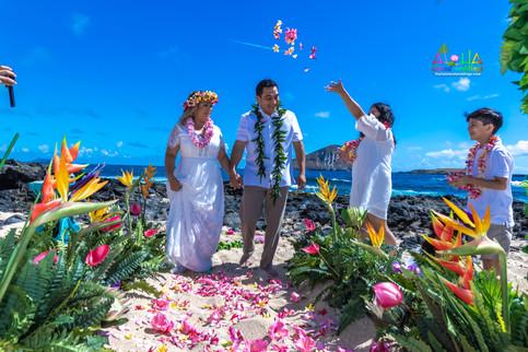 Vowrenewal-wedding-in-Hawaii-2-53.jpg