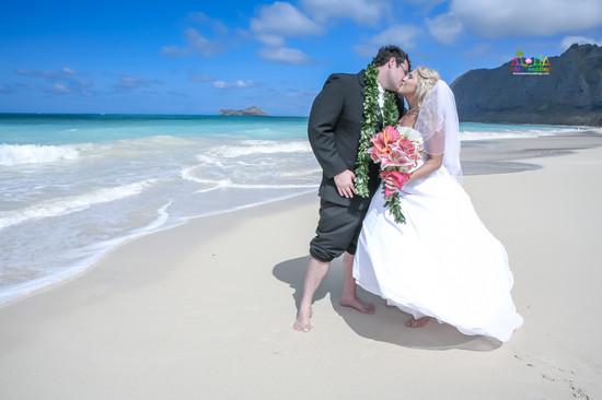H&T-waimanalo-beach-weddings-1-60.jpg