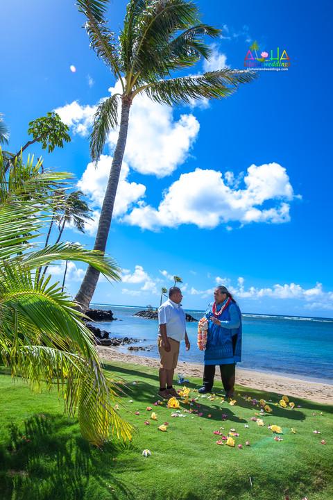 Kahala-beach-in-Hawaii-wedding-1-A-107.jpg