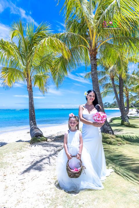 Wedding-Picture-at-Kahala-Beach-1A-18.jpg