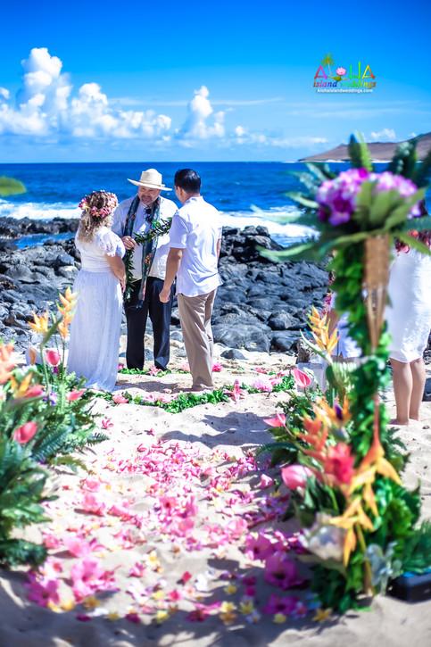 Vowrenewal-wedding-in-Hawaii-1-33.jpg