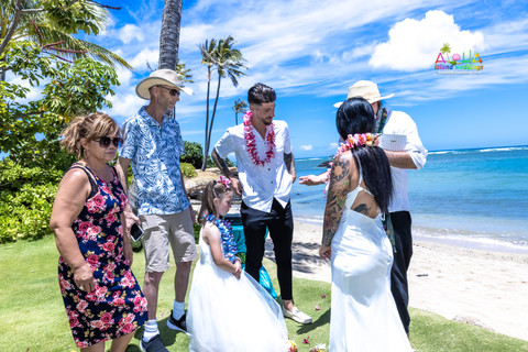 Wedding-Picture-at-Kahala-Beach-1A-188.jpg