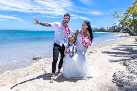 Wedding-Picture-at-Kahala-Beach-1A-362.jpg