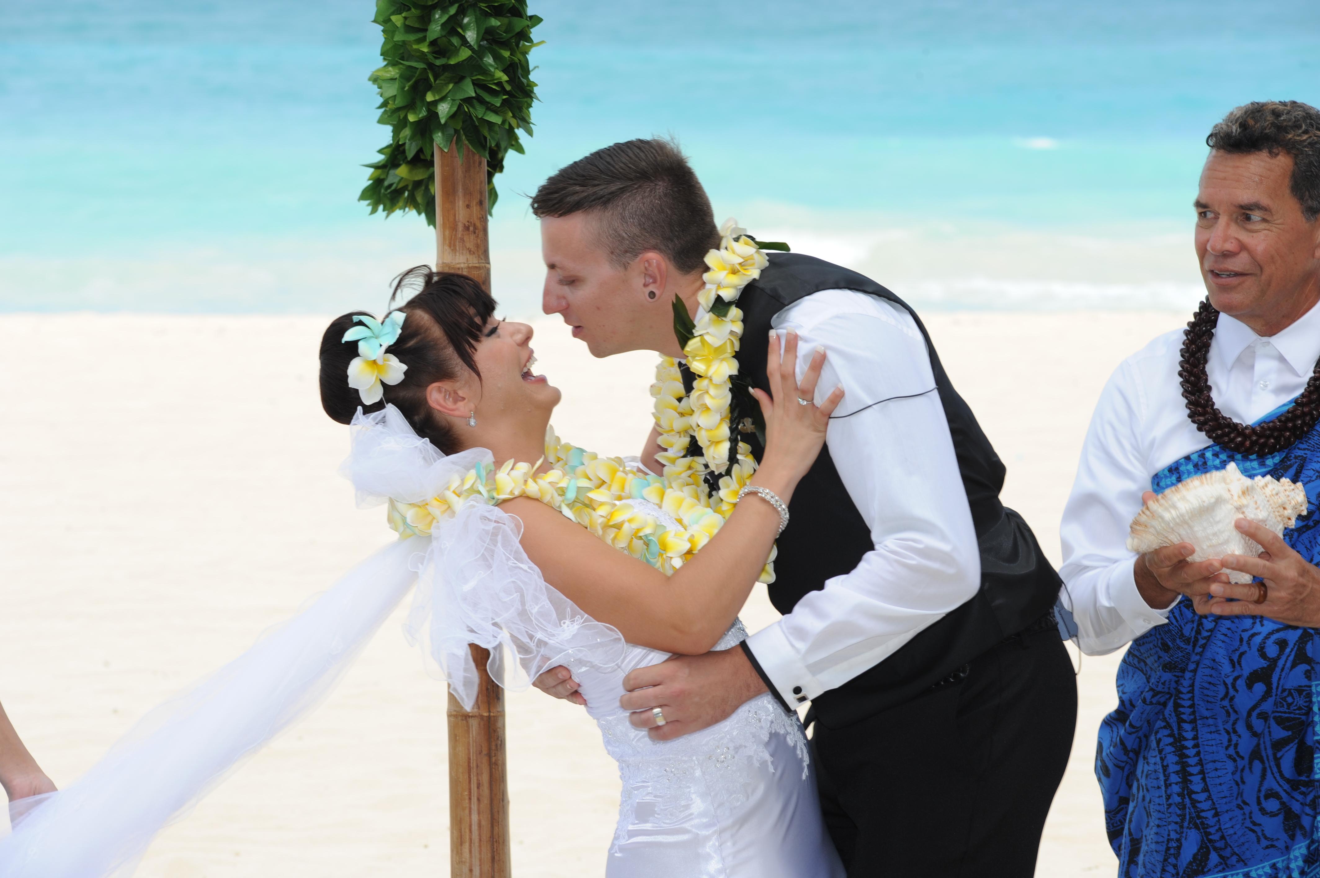 Alohaislandweddings.com- Hawaiian wedding in hawaii-126