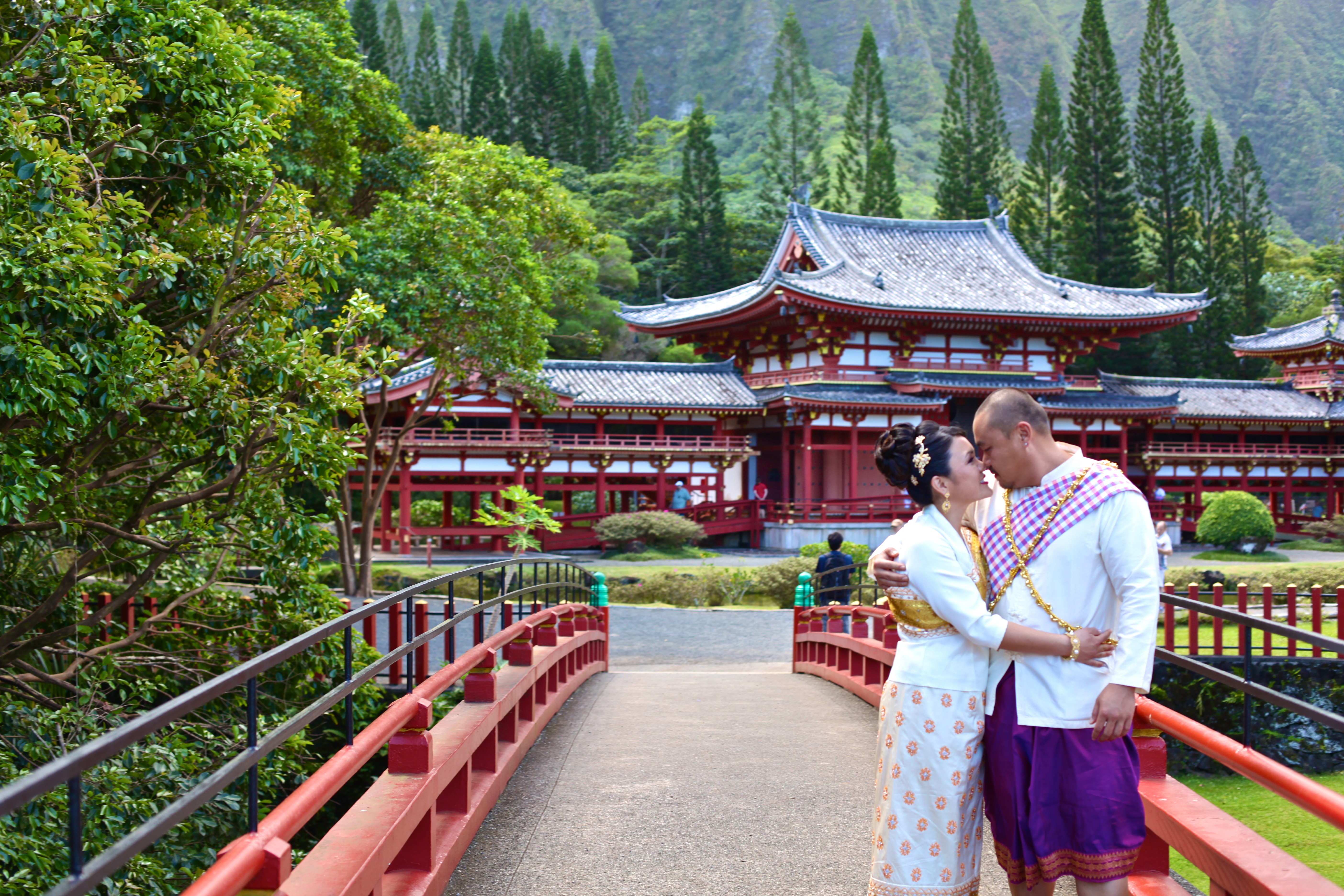 Hawaiian Wedding tour in the temple