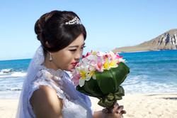 Chinese wedding in Hawaii bride kiss