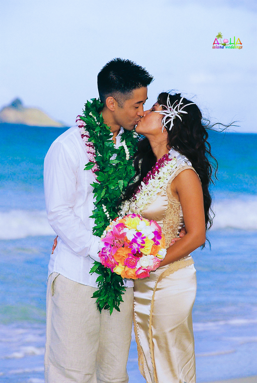 Beach wedding in Kailua-72