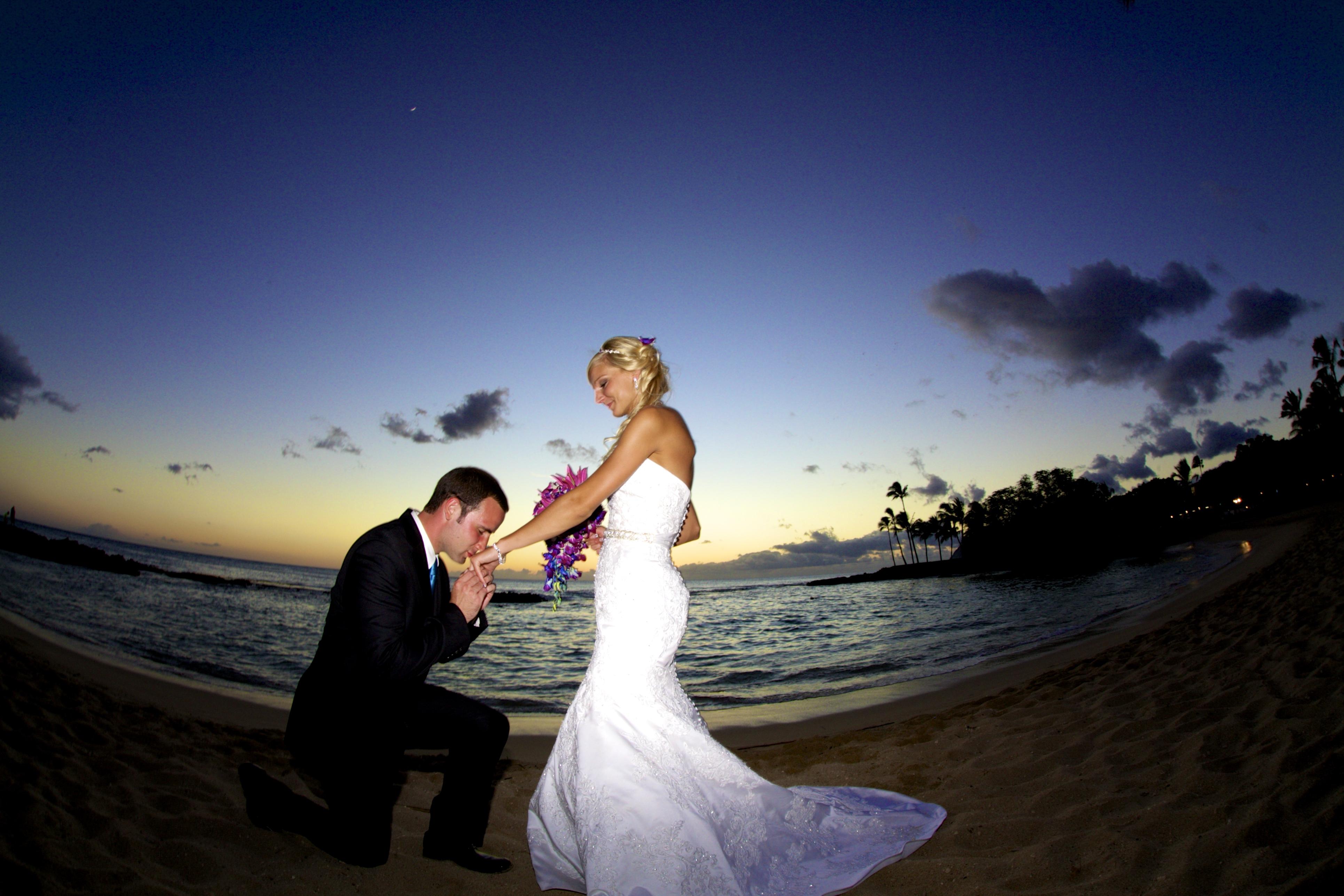 Sunset wedding photos in Hawaii 6