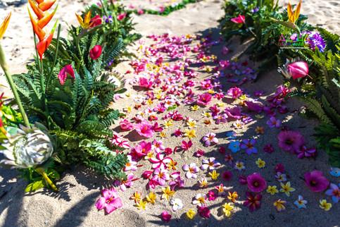 Vowrenewal-wedding-in-Hawaii-2-13.jpg