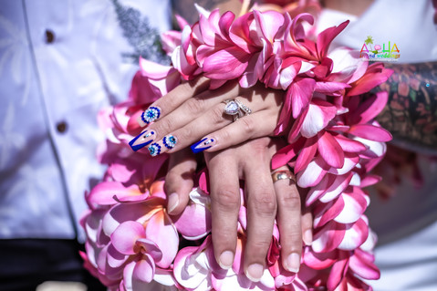 Wedding-Picture-at-Kahala-Beach-1b-249.jpg