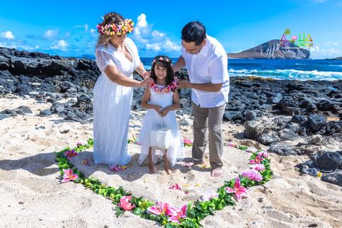Vowrenewal-wedding-in-Hawaii-2-27.jpg