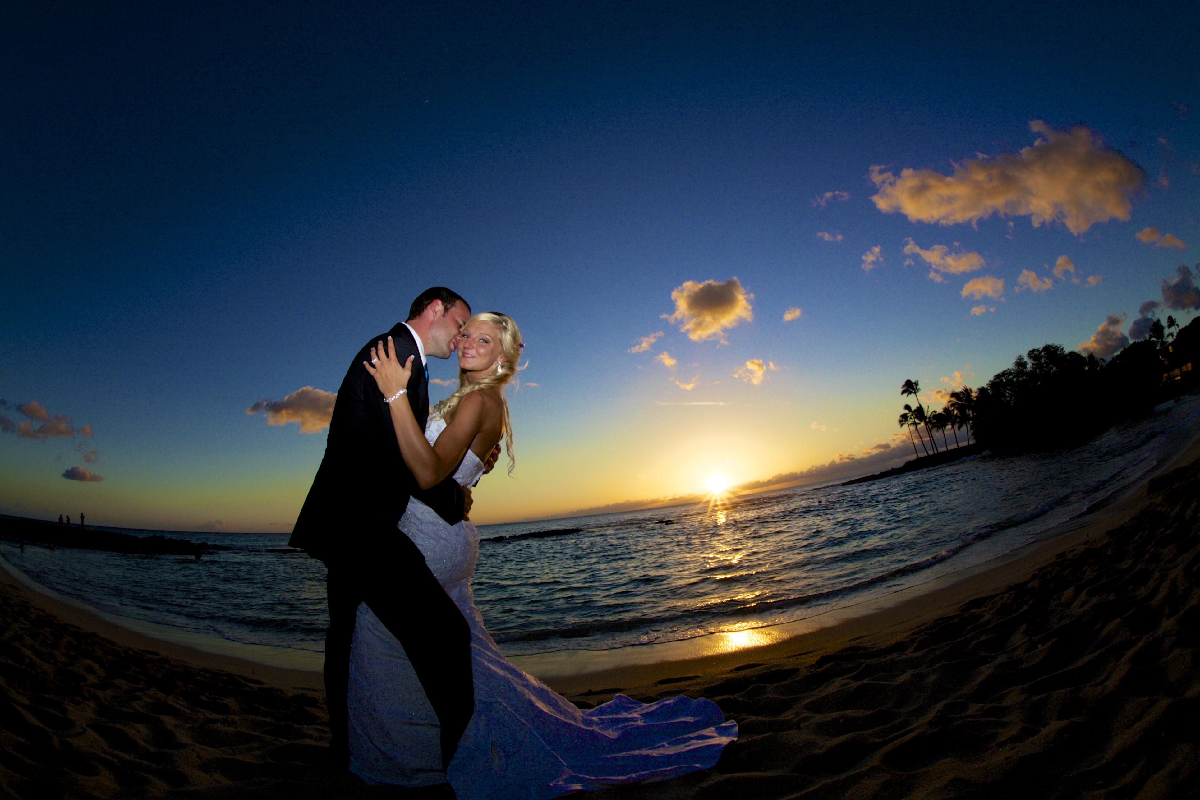 Sunset wedding photos in Hawaii 9