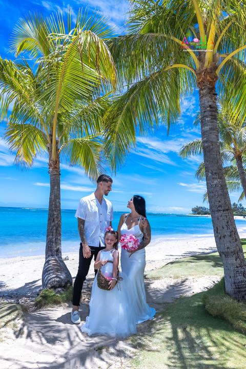 Wedding-Picture-at-Kahala-Beach-1A-48.jpg