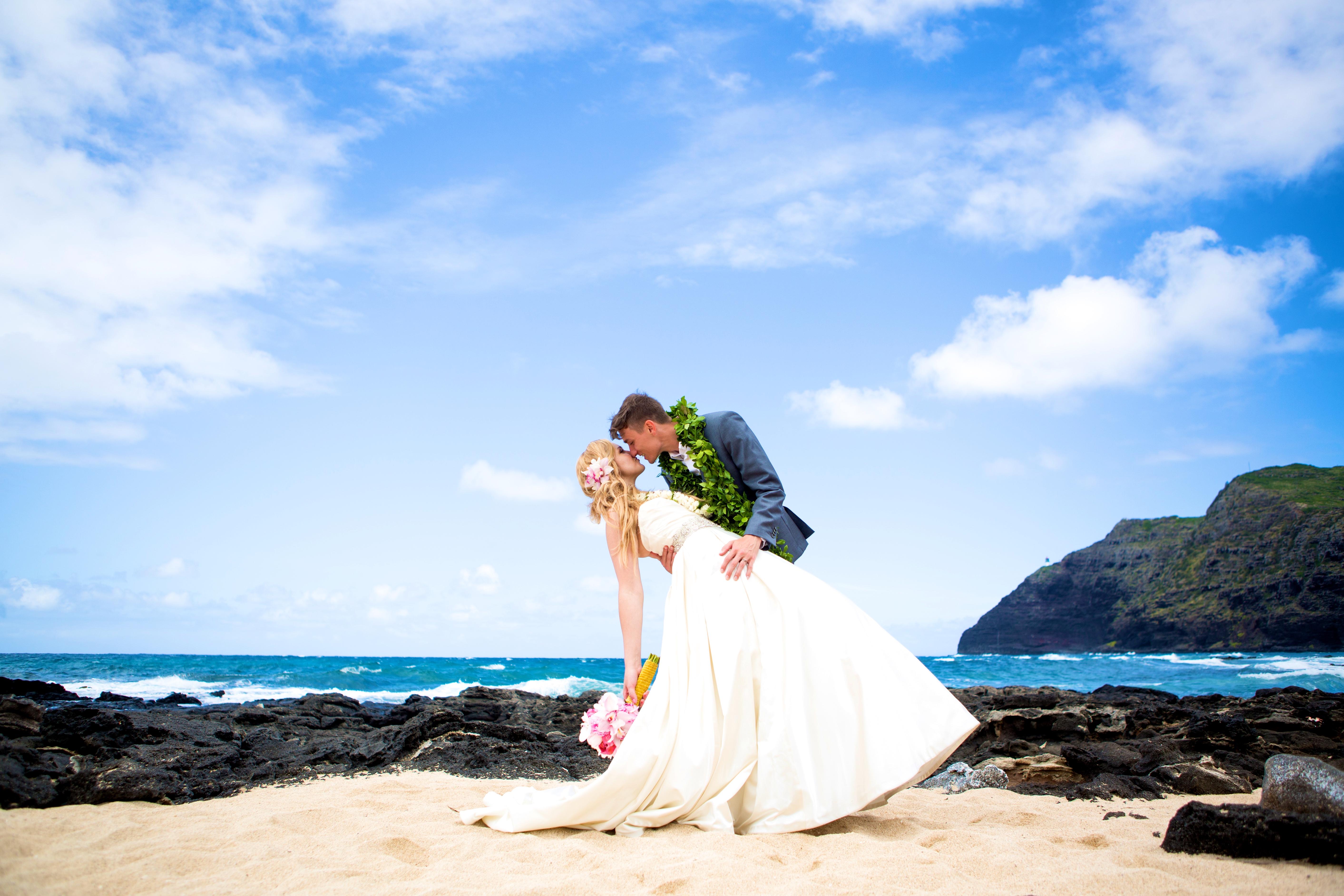 Hawaiian Wedding Pictre Romance -20