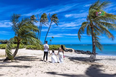 Wedding-Picture-at-Kahala-Beach-1A-434.jpg
