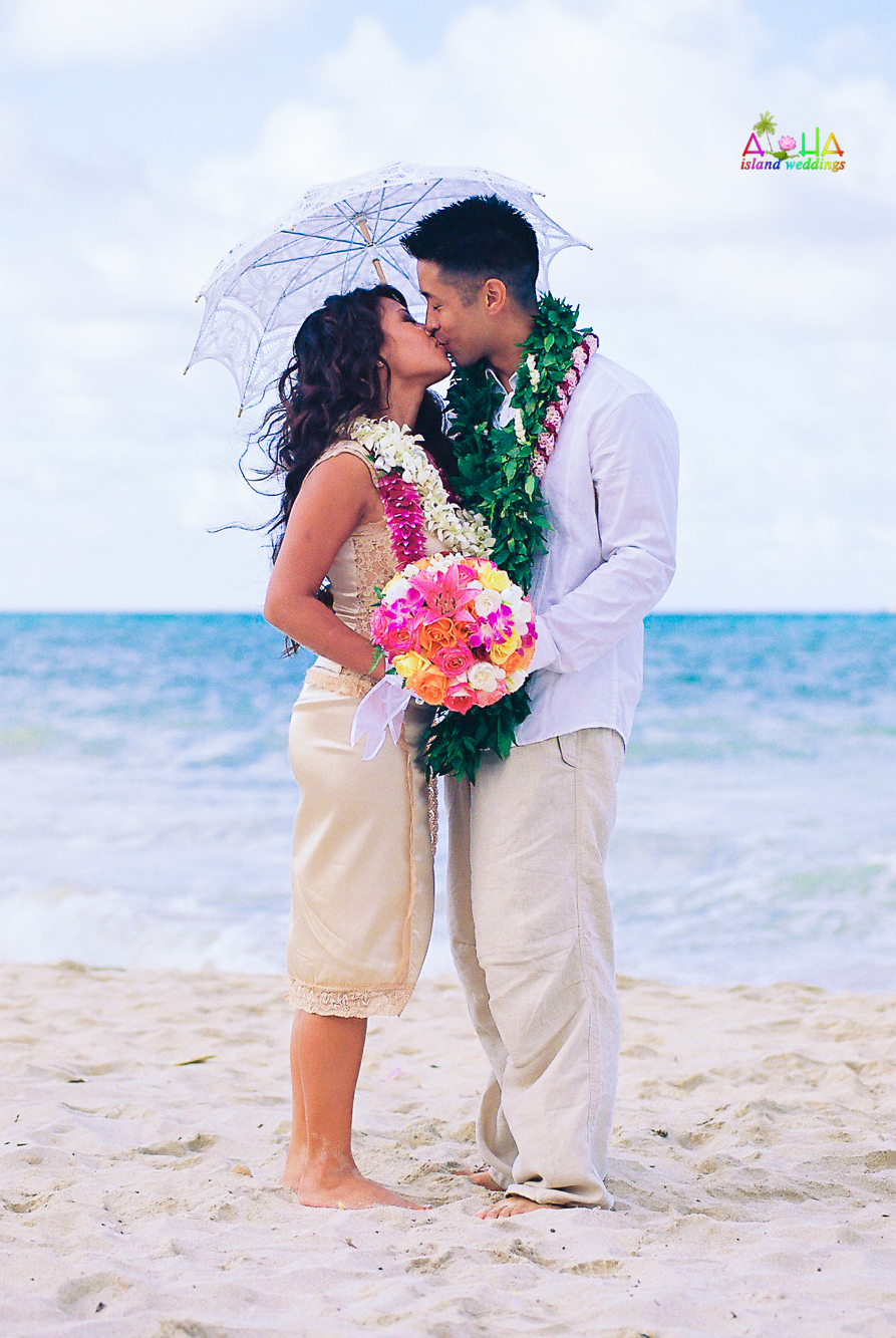 Beach wedding in Kailua-10