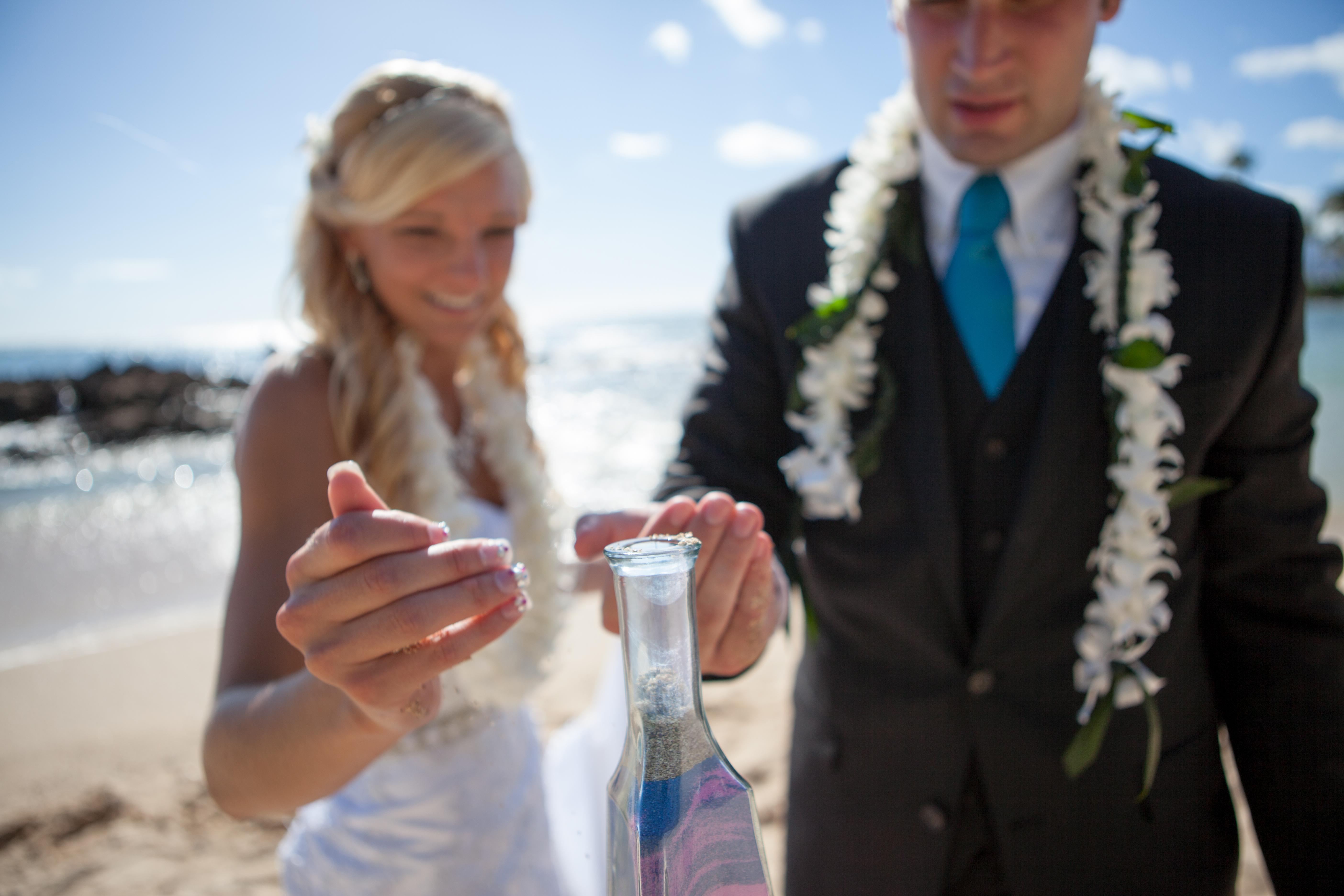 Wedding in Hawaii sand ceremony 9