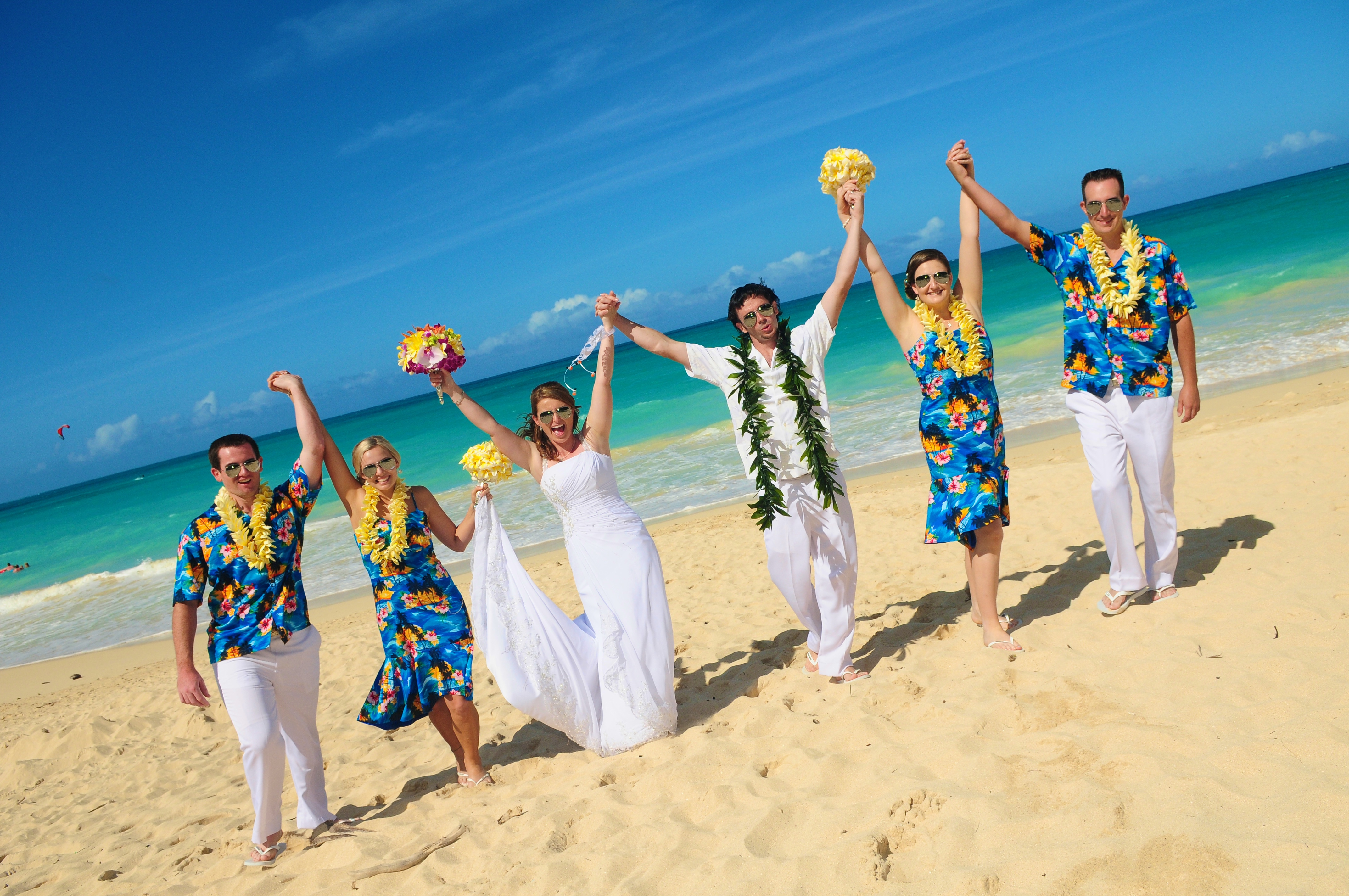 Hawaii beach wedding - lotus car 15