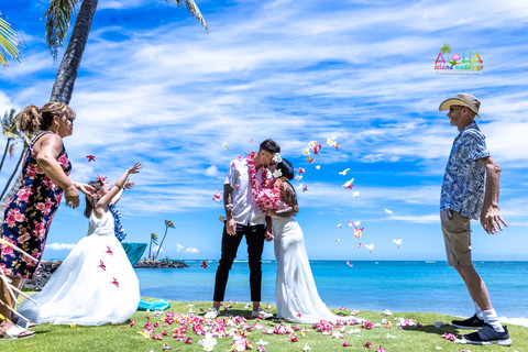 Wedding-Picture-at-Kahala-Beach-1A-266.jpg