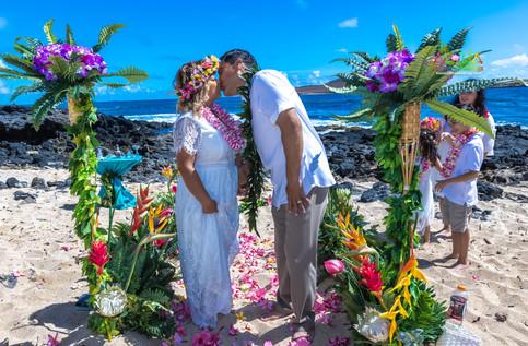 Vowrenewal-wedding-in-Hawaii-2-56.jpg