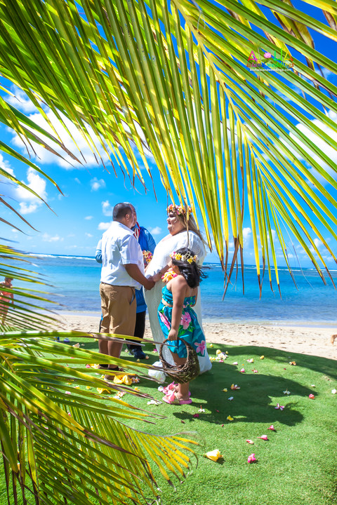 Kahala-beach-in-Hawaii-wedding-1-A-149.jpg