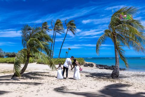 Wedding-Picture-at-Kahala-Beach-1A-442.jpg
