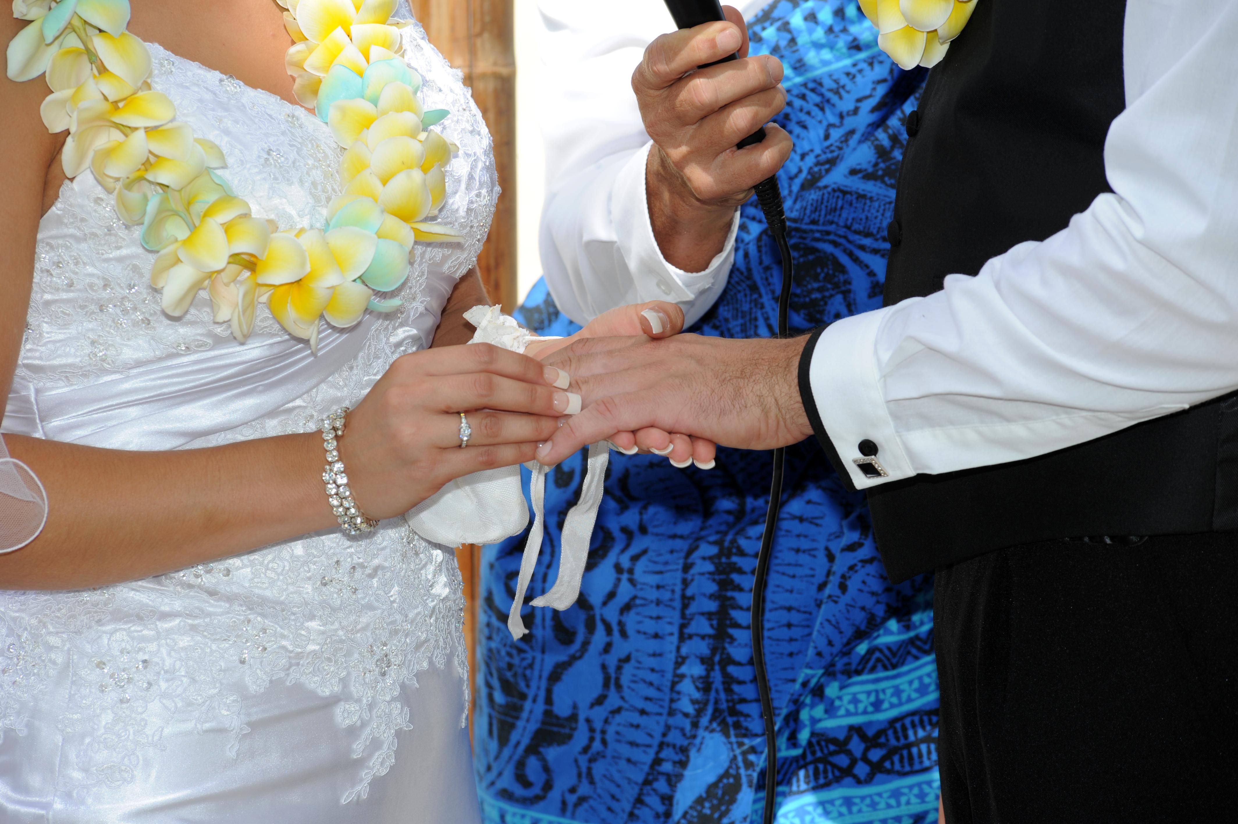 Alohaislandweddings.com- Hawaiian wedding in hawaii-102