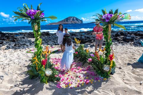 Vowrenewal-wedding-in-Hawaii-2-25.jpg