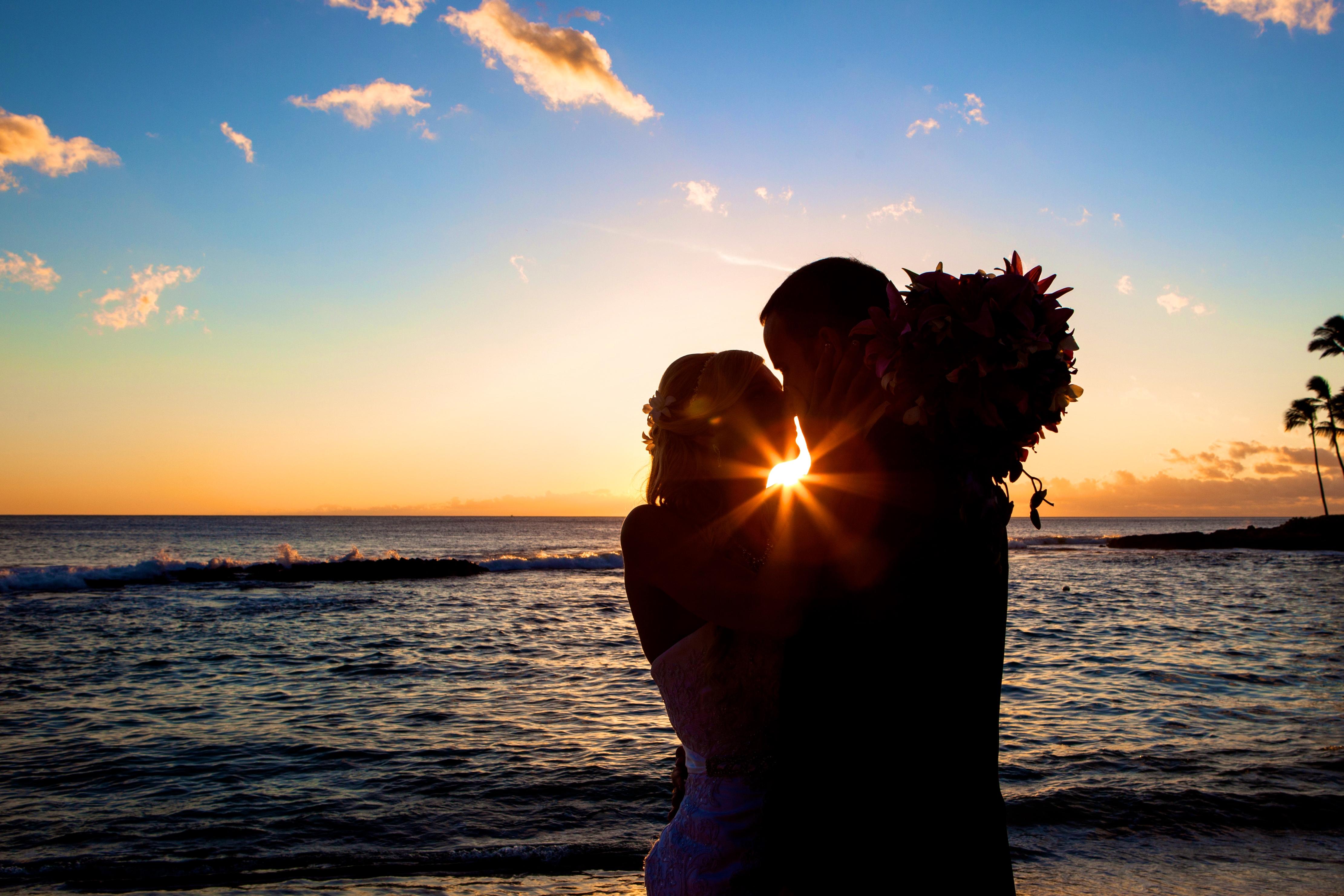 Sunset wedding photos in Hawaii 88