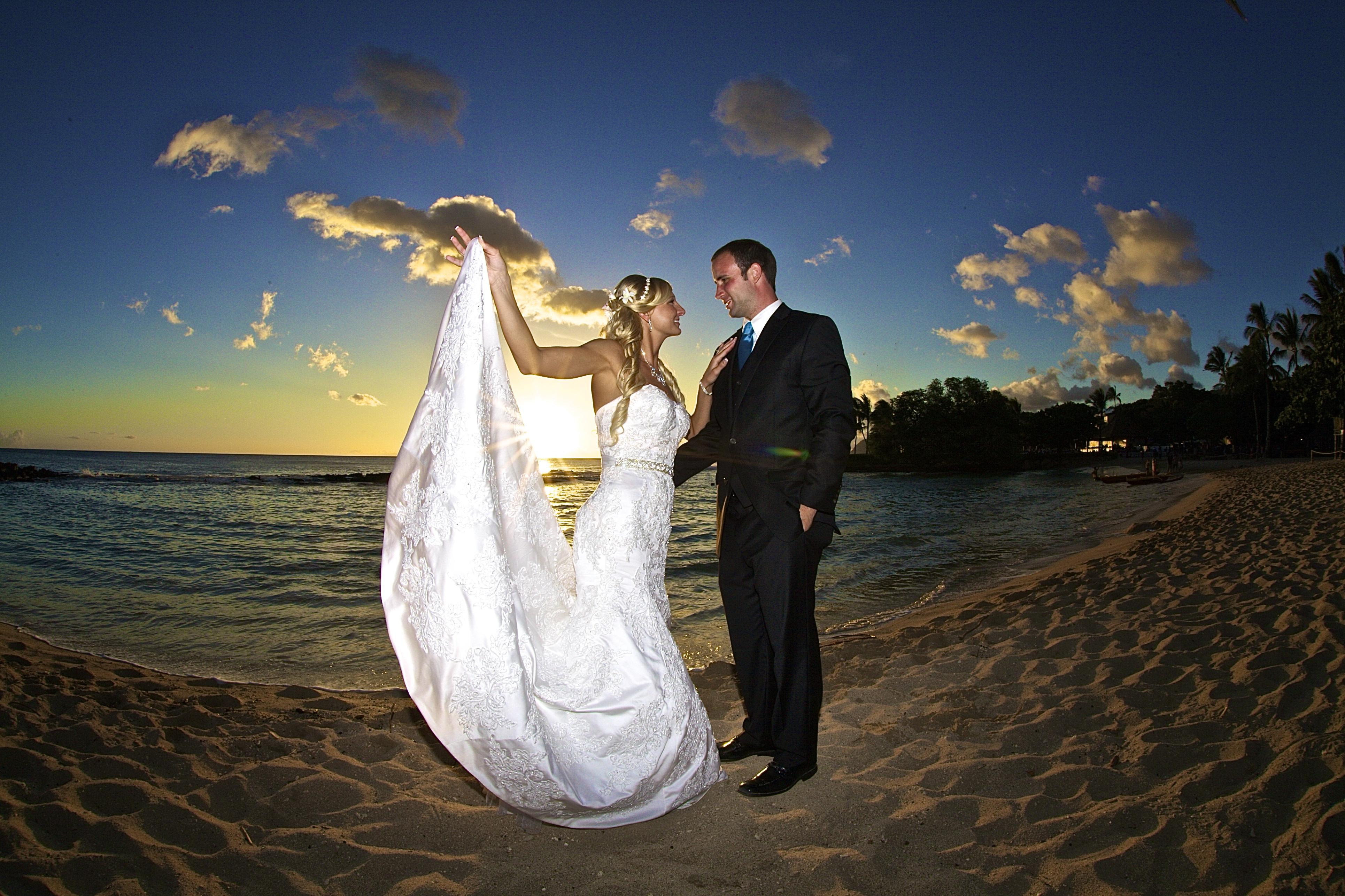 Sunset wedding photos in Hawaii 12
