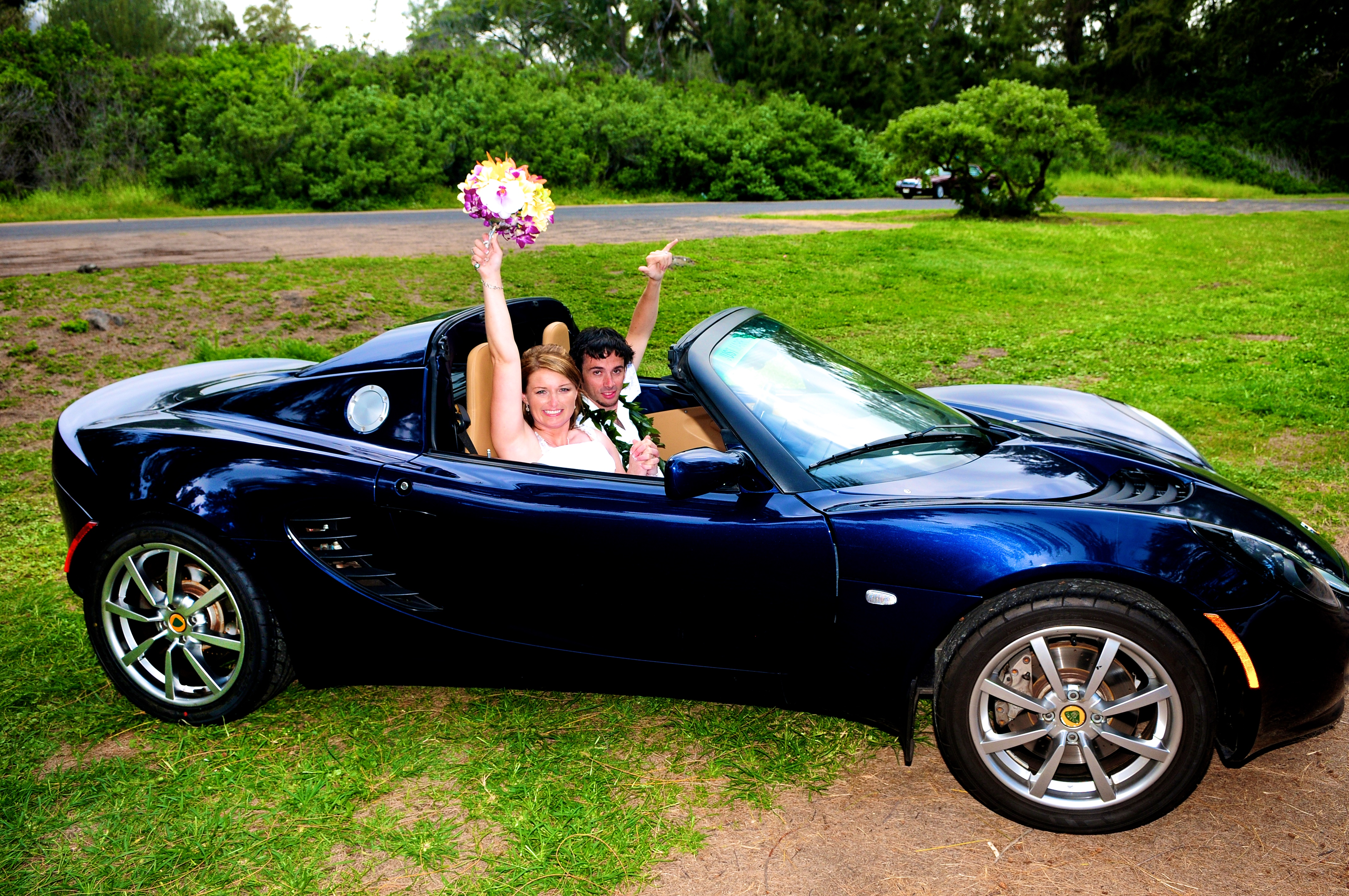 alohaislandweddings- Lotus car -33