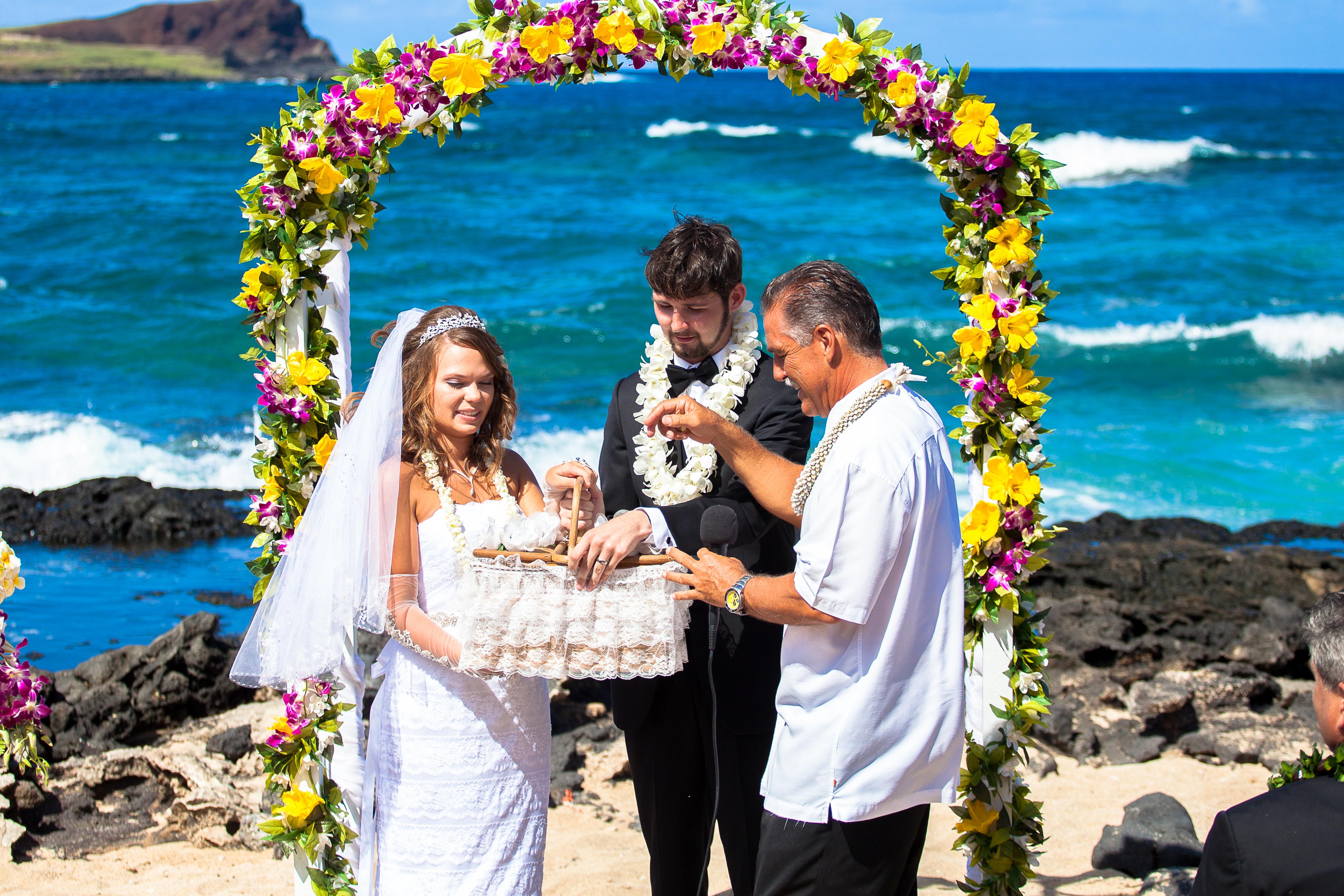 Hawaii Wedding Dove Release byalohaislandwedding.com -1