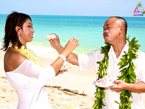 more love with the cake in Hawaii .jpg