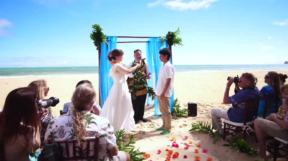 Hawaii wedding minister,  Wedding in Hawaii,   Oahu wedding,  Beach wedding,  Hawaii beach wedding,  Waikiki weddings,   Honolulu wedding,Waikiki wedding,    Hawaii beach wedding,  Honolulu weddings, Beach weddings, Oahu weddings, Waikiki beach wedding