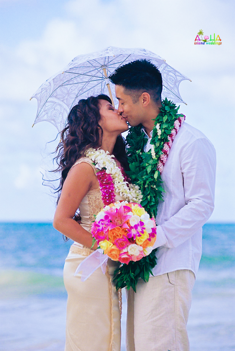 Beach wedding in Kailua-3
