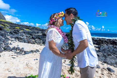 Vowrenewal-wedding-in-Hawaii-2-37.jpg