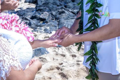 Vowrenewal-wedding-in-Hawaii-1-37.jpg