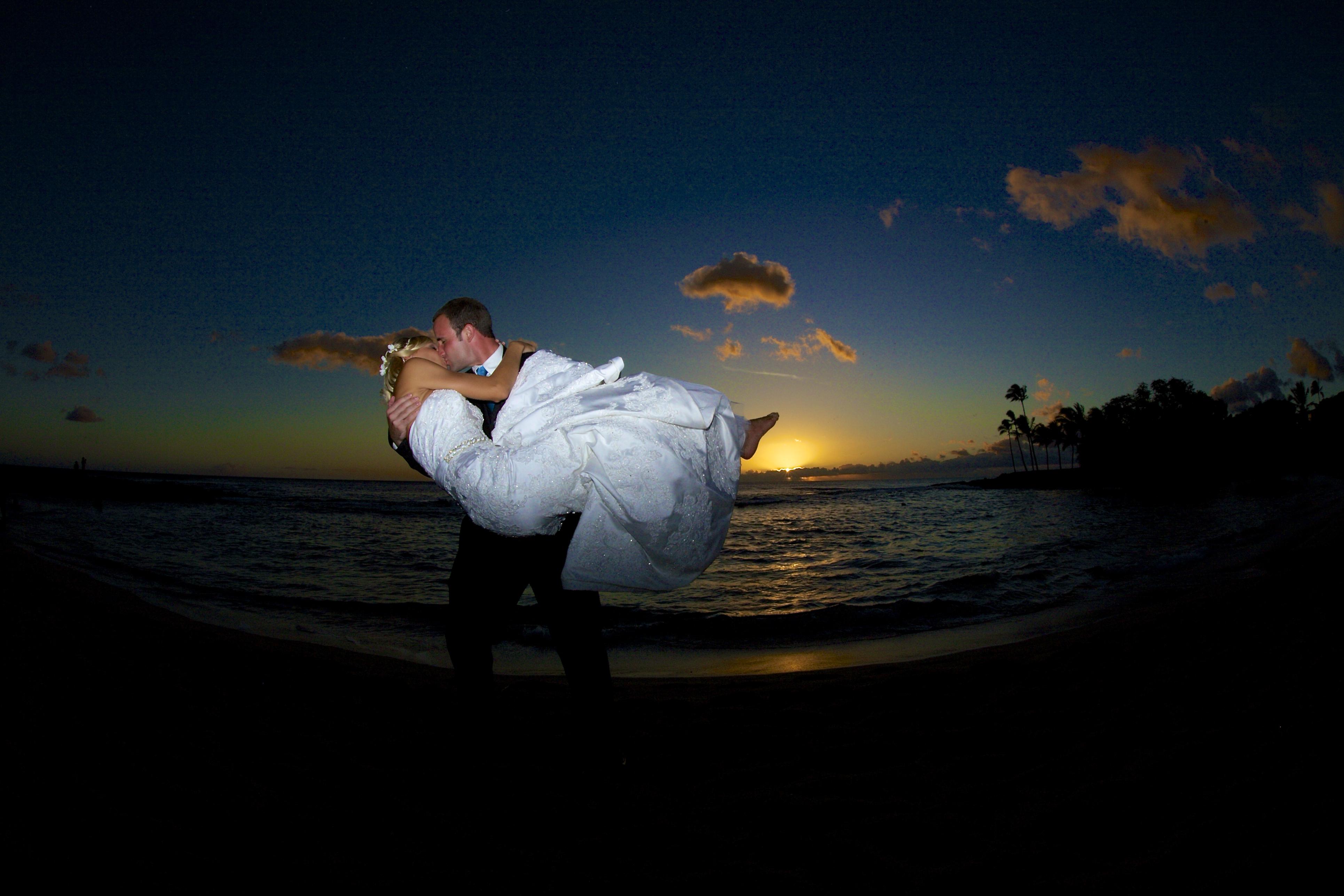 Sunset wedding photos in Hawaii 7