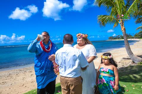 Kahala-beach-in-Hawaii-wedding-1-A-128.jpg