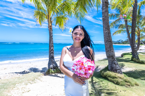Wedding-Picture-at-Kahala-Beach-1A-2.jpg