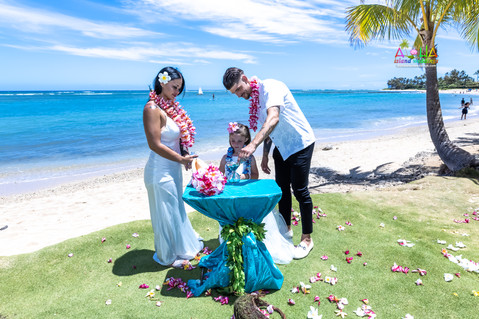 Wedding-Picture-at-Kahala-Beach-1A-225.jpg