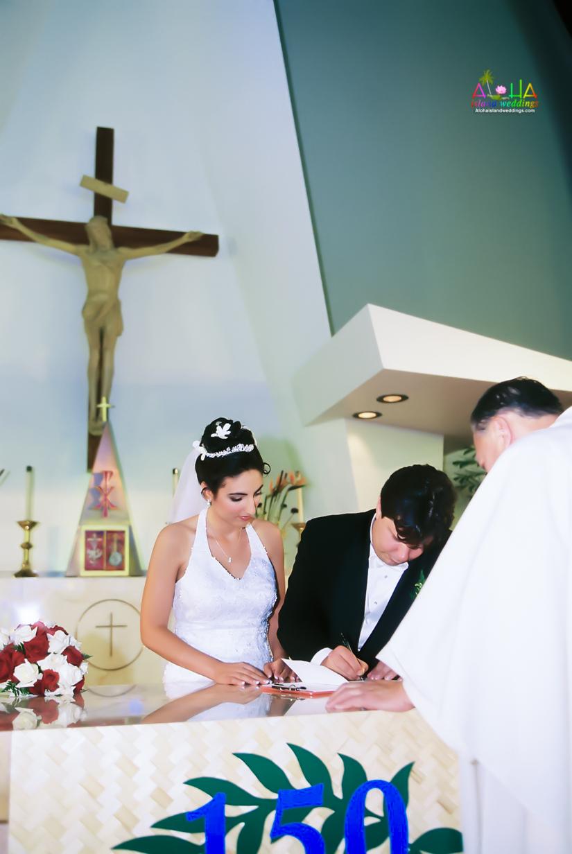 Hawaiian Church Wedding on Oahu-38