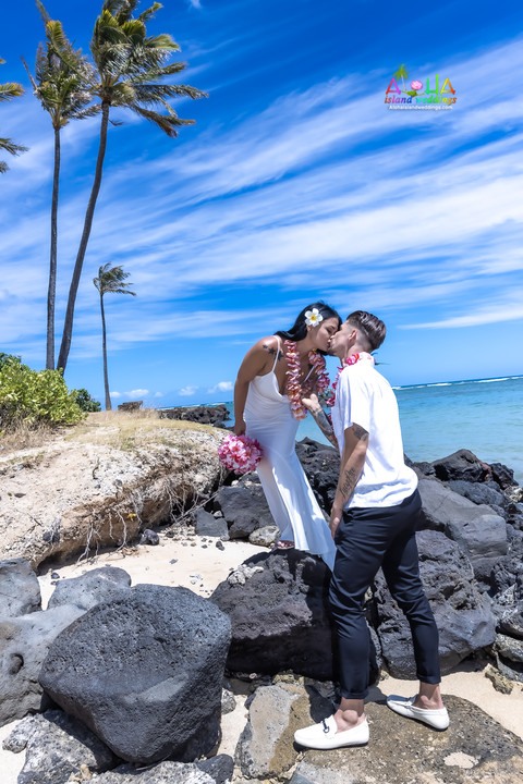 Wedding-Picture-at-Kahala-Beach-1A-390.jpg
